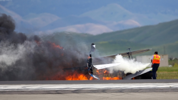 [NATL] Raw Video: Fatal Plane Crash At Travis Air Force Base