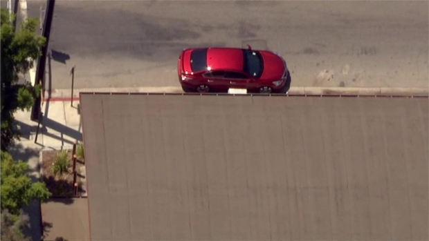 [LA] Raw Video: Armed Man Leads Authorities on Pursuit