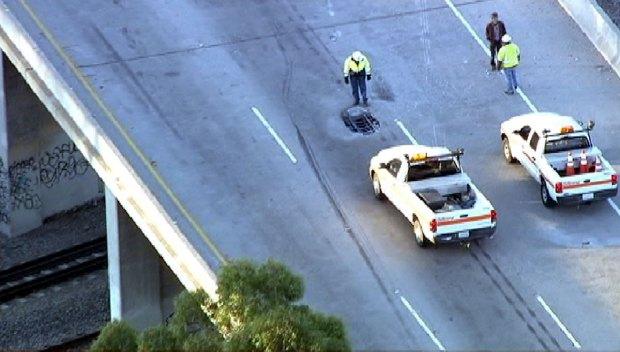 [LA GALLERY]Freeway Pothole Damages 30 Cars
