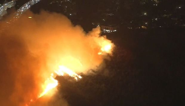 [LA] Skirball Fire Burns Up Hillside Near 405 Freeway and Getty Center