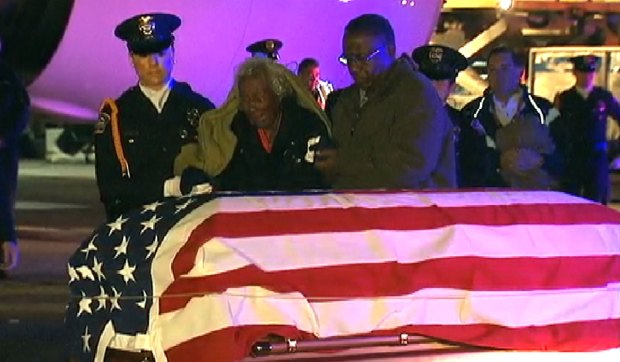 [LA] Widow of Korean War Veteran Accepts Remains at LAX