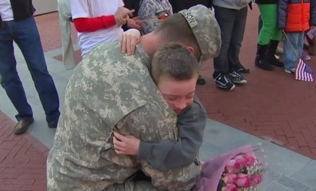 [DFW] Soldier Surprises Son on Christmas Eve