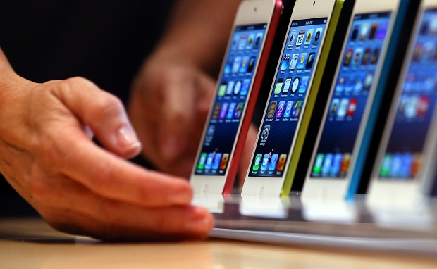 [LA] Apple Stores and Their Neighbors Gear Up For iPhone 5 Release