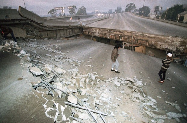 Northridge Earthquake: The First Day in Photos