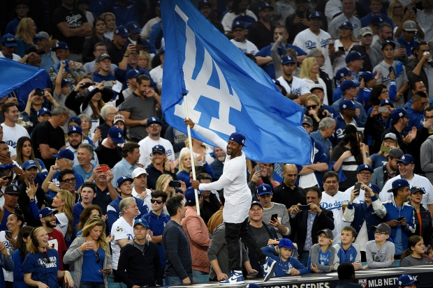 [LA GALLERY updated 11/2] Celebrities in the Stands: Dodgers World Series Edition