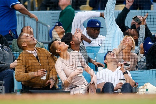 [LA GALLERY updated 11/2] Celebrities in the Stands: Dodgers Edition
