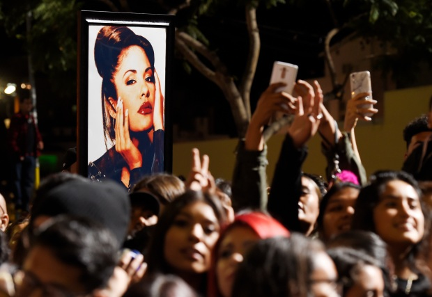 Relive Selena's Hollywood Star Ceremony in Photos