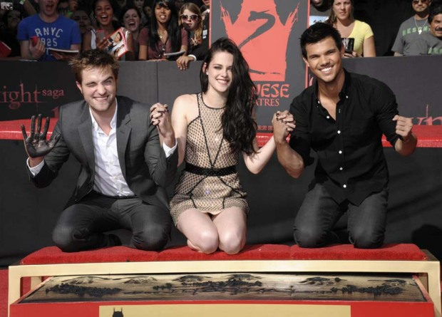 """""""Twilight"""" Actors Cemented in Hollywood"""