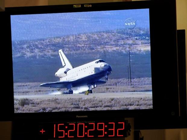 Shuttle Endeavour Lands