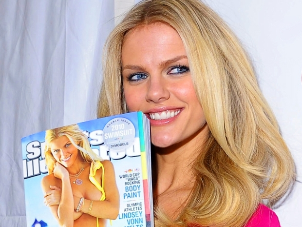 [MODEL] Brooklyn Decker's Top Five Swimsuit Trends