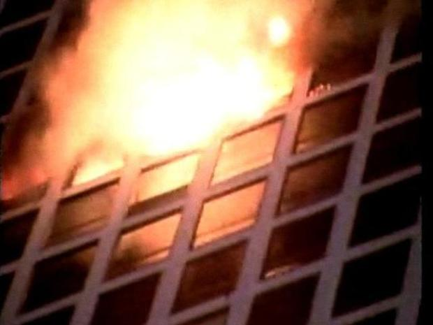 [CHI] Fire blazes through downtown highrise