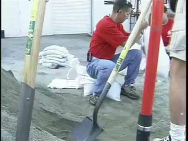 [LA] Volunteers Fill Sandbags In Preparation For Rain