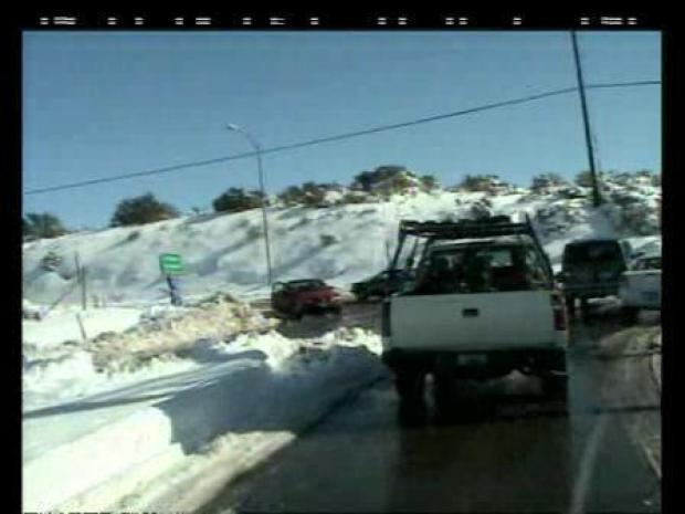 [LA] I.E. Crews Fight Snow