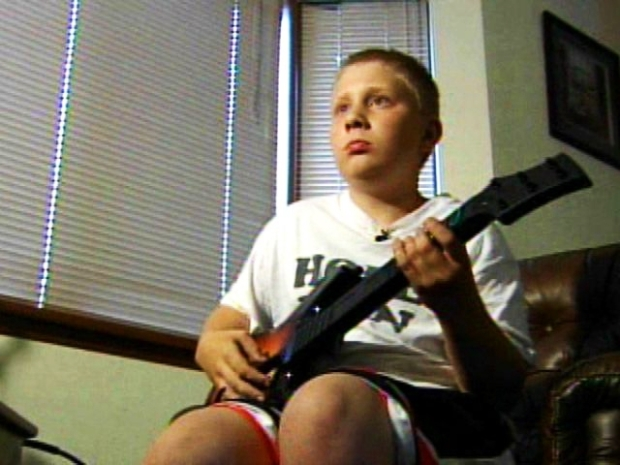 [NEWSC] 12-Year-Old Becomes Guitar Hero Champ