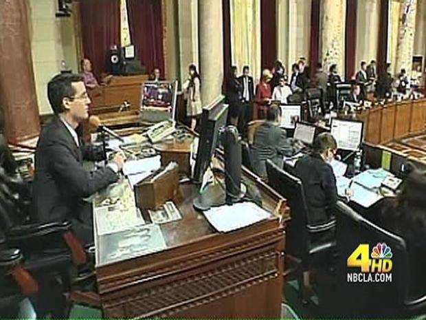 [LA] Power Play Over Immigration Law