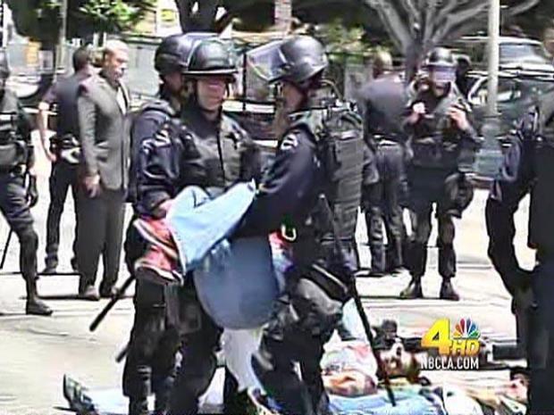 [LA] Immigration Protestors Close Wilshire; 10 Arrested