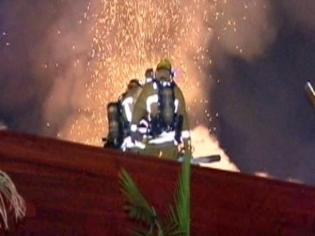 Image Gallery: Firefighters Battle Hollywood Hills Blaze
