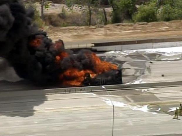 [LA] Raw Video: Crash Closes Freeway at Start of Holiday Weekend