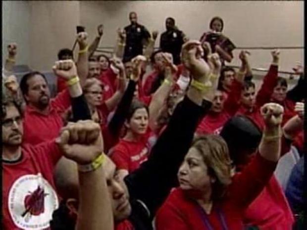 [LA] Protesters Raise Fist in Solidarity (RAW)