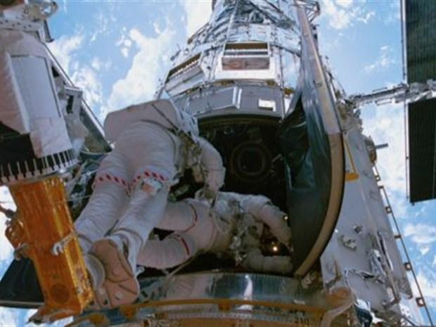 """[NATL] """"Hubble 3D"""""""
