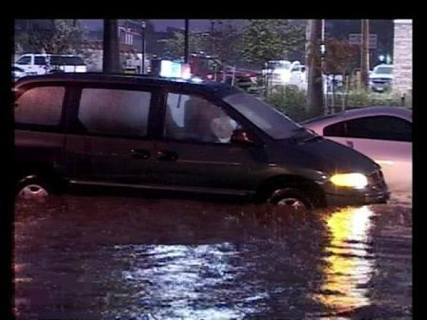 [LA] Cars Drive Through Floodwaters (RAW)