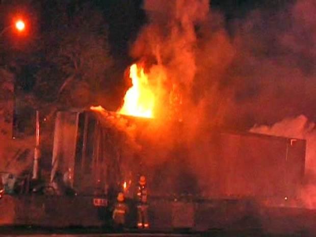 Images: Big-Rig Crash on 101 Freeway