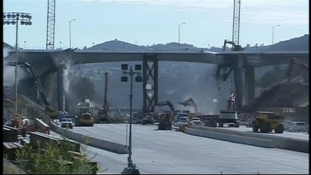[LA] CarmageddonCam: Huge Bridge Chunk Falls