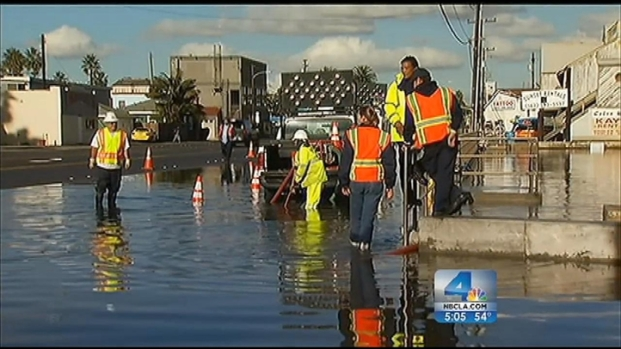 "[LA] ""King Tide"" Causes Problems in Sunset Beach"