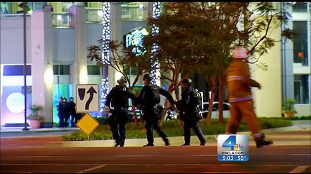 [LA] Search Continues for Gunmen in Mall Hostage Situation