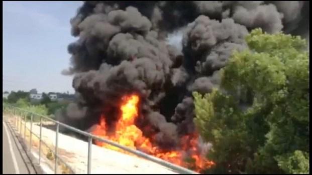 [LA] RAW VIDEO: Fiery Big Rig Crash Backs Up Traffic
