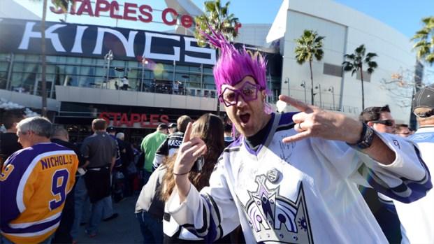 LA Kings Receive Rings, Raise Stanley Cup Banner