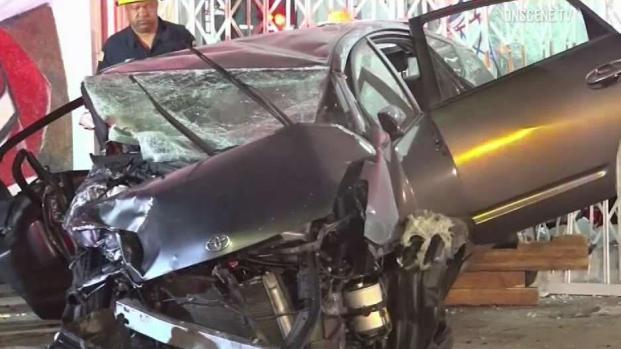 [LA - STRINGER] 6 Injured in Violent New Year's Day Crash