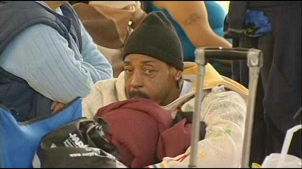 [LA] Thousands Queue for Free Health Care