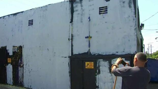 [LA] Artist Paints Over LeBron Mural After Another Vandalism