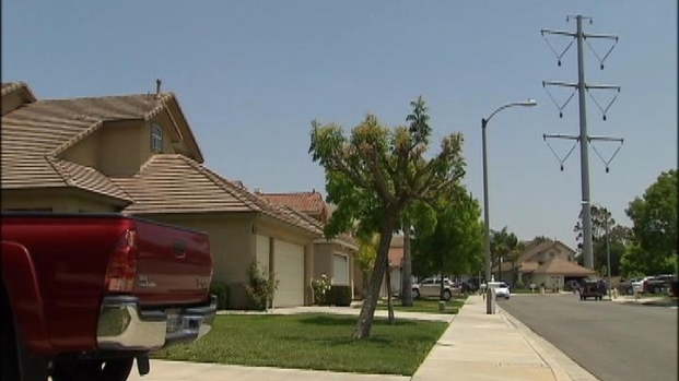 [LA] Super Tall Power Poles Upset Neighbors in Chino Hills
