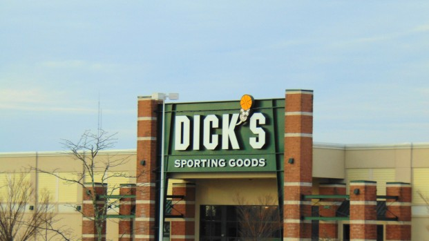 [PHI] Gunman Barricades Himself Inside Dick's Sporting Goods