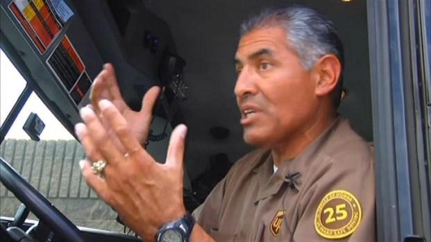 [LA] UPS Driver With Fire Extinguisher Helps Save Crash Victim