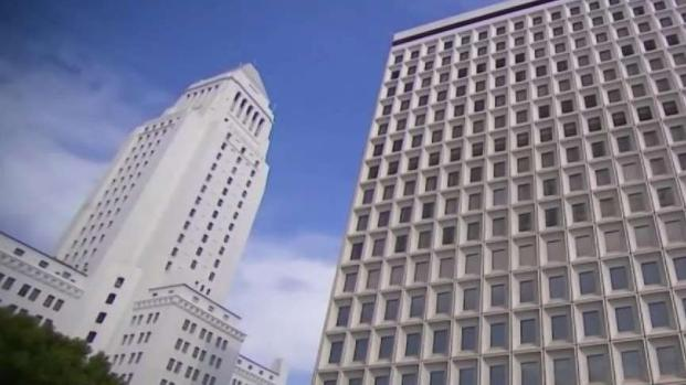 [LA] City Hall Faces Rat Infestation During Typhus Outbreak