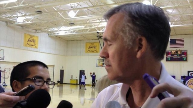 [LA] Coach Mike D'Antoni at Lakers Practice