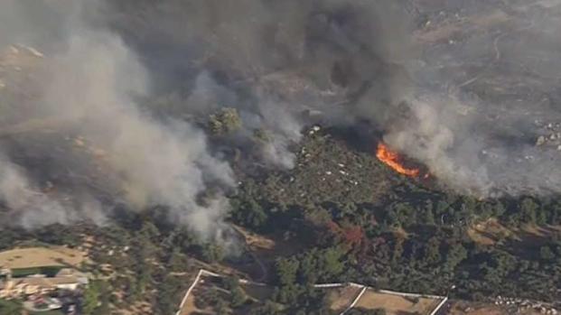 [LA] Murrieta Brush Fire Threatens Homes