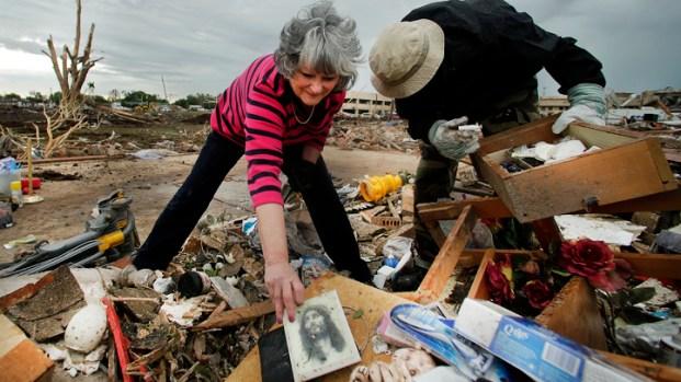 Dramatic Photos: Oklahoma Tornado Strike