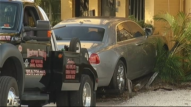 [MI] Rolls Royce Crashes Into Building After Shooting in Fort Lauderdale