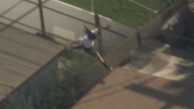 [LA] Robbery Suspect Acrobatically Attempts to Evade Police