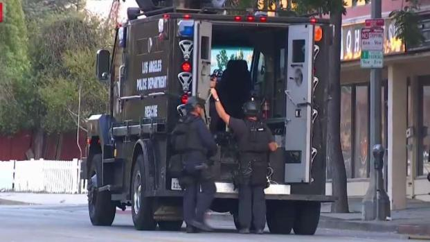 [LA] SWAT Responds to Armed Robbery in Tarzana