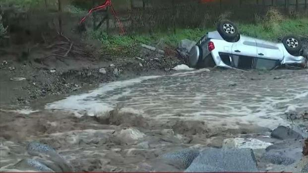 [LA] Santa Clarita Flash Floods Flips SUV Upside Down