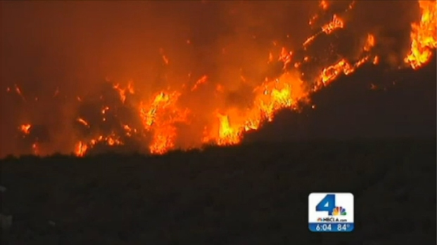 [LA] Mountain Fire Burns Toward Palm Springs, Destroys at Least 6 Homes