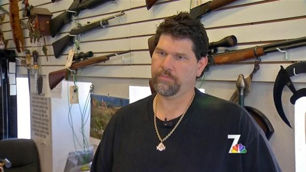[DGO] Pawn Shop Owner Recalls Holmes  Eyes