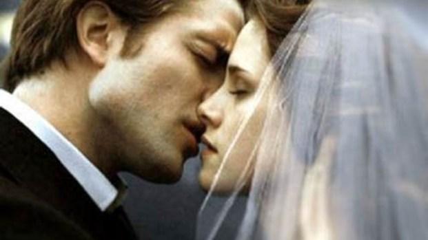 """[FREEL] Robert Pattinson, Kristen Stewart on Their Steamy """"Breaking Dawn"""" Sex Scene"""