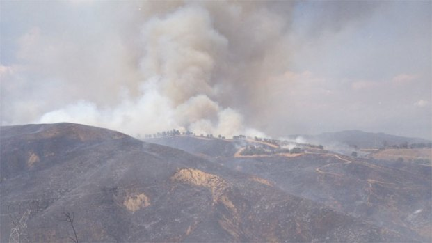 [LA] Evacuations Lifted as Brush Fire Burns Toward Castaic Lake