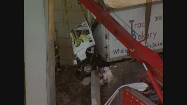 [MI] Dangling Truck Pulled Onto South Florida Overpass